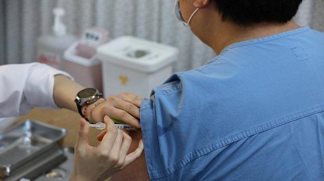 백신 이상반응 97건 추가 총 112건, 대부분 '경증'관련 이미지 입니다.