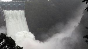 3년 만에 수문 연 소양강댐…초당 최대 3천t 방류관련 이미지 입니다.